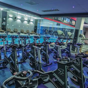 Gyms in london highbury get a free dw fitness first guest pass for Highbury swimming pool timetable